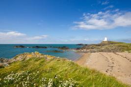 llanddwyn-island-lighthouse-anglesey
